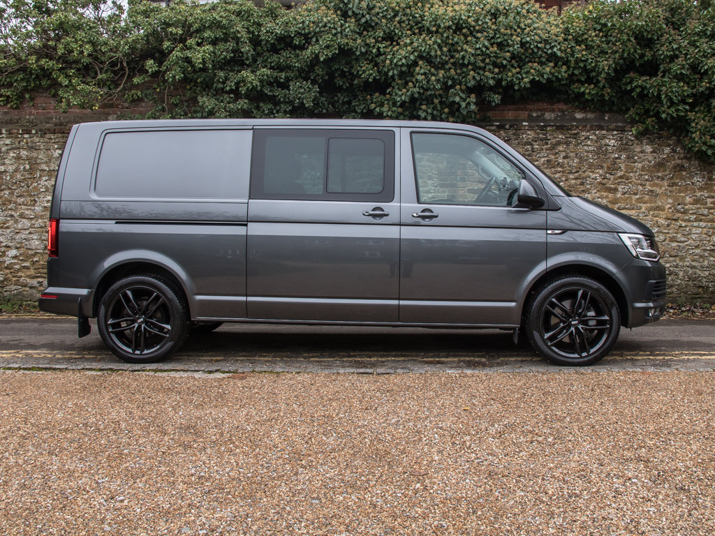 2017 Volkswagen    Transporter T32 Highline 4Motion  For Sale (picture 1 of 18)