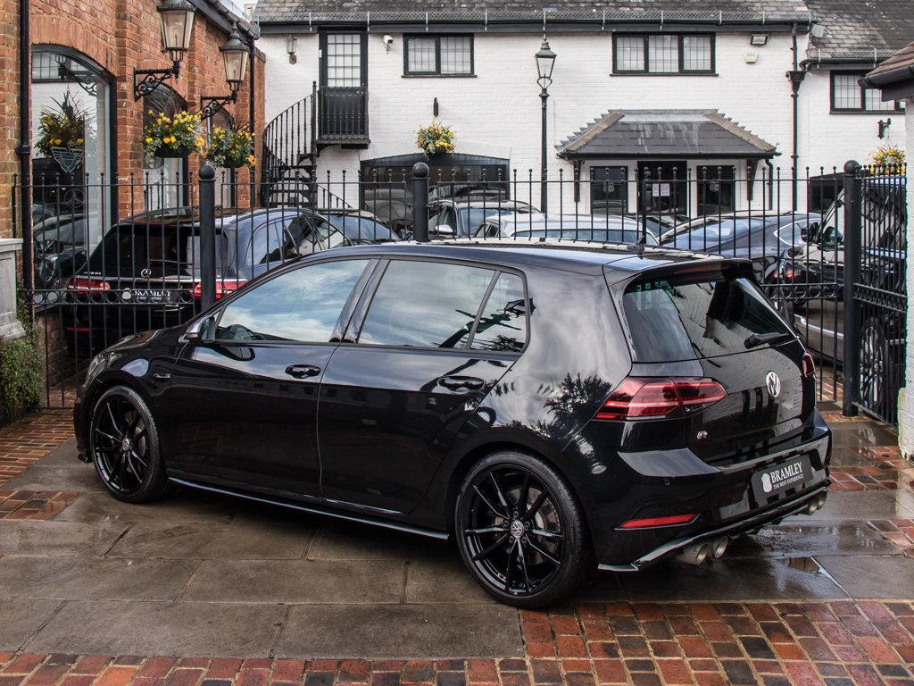 2019 Volkswagen    Golf R TSI 4Motion For Sale (picture 5 of 18)