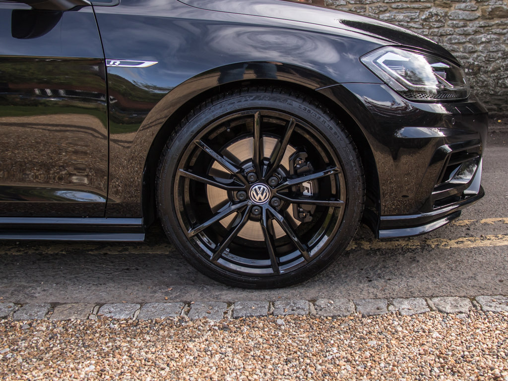 2019 Volkswagen    Golf R TSI 4Motion For Sale (picture 9 of 18)