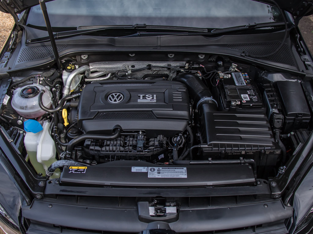 2019 Volkswagen    Golf R TSI 4Motion For Sale (picture 10 of 18)