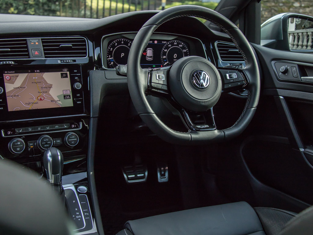 2019 Volkswagen    Golf R TSI 4Motion For Sale (picture 17 of 18)