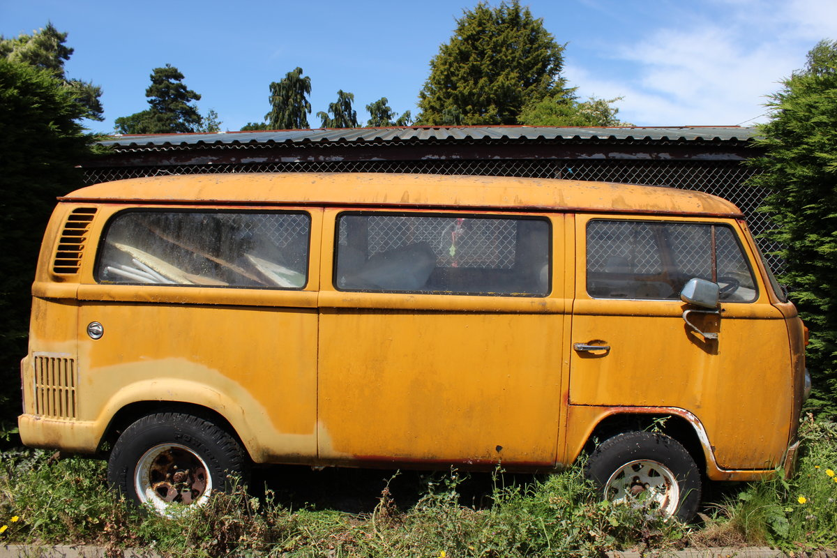 1980 Volkswagen V8 bus For Sale (picture 1 of 3)