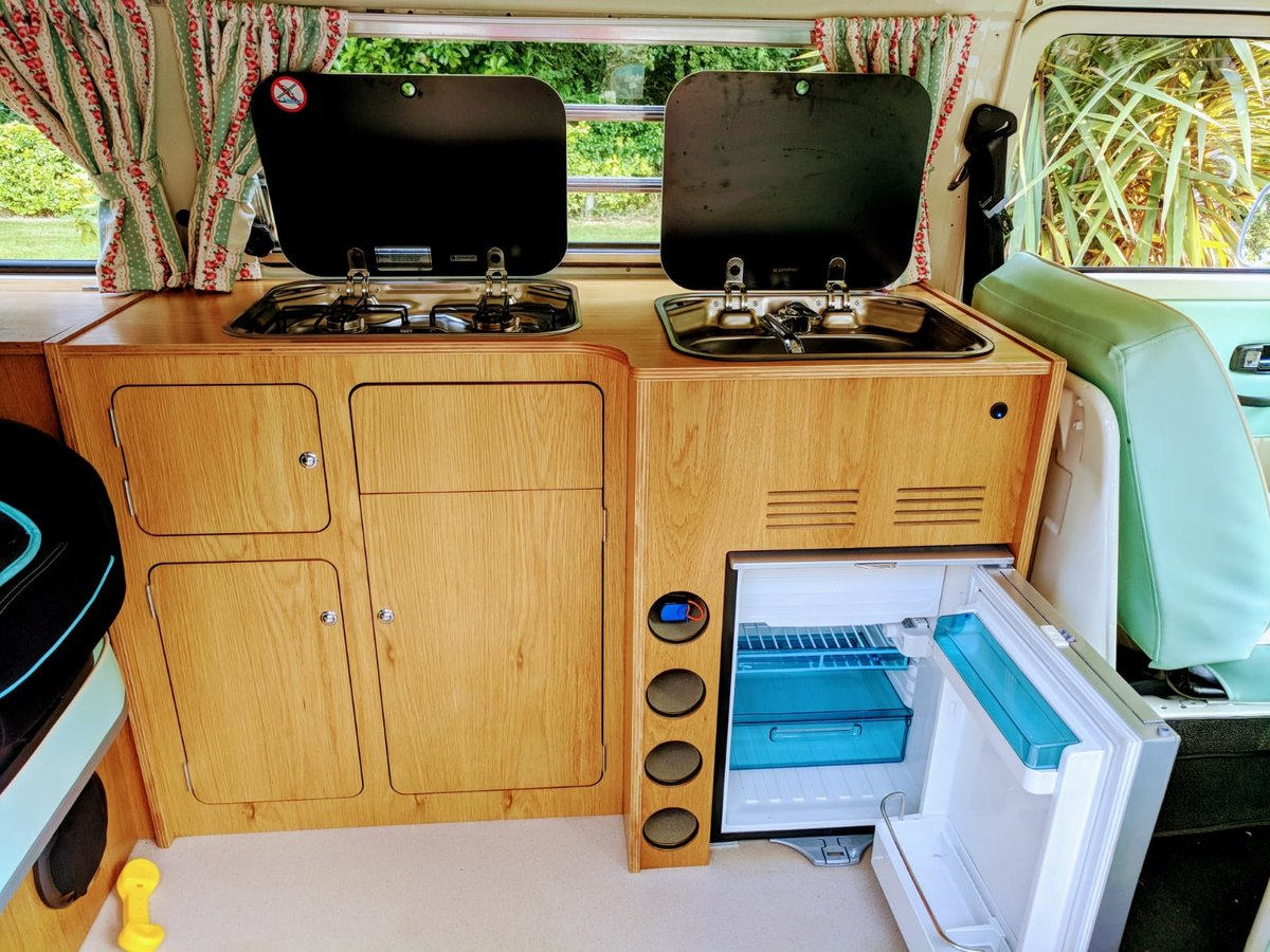 1971 VWType 2 Westfalia Low Light Baywindow camper For Sale (picture 4 of 6)