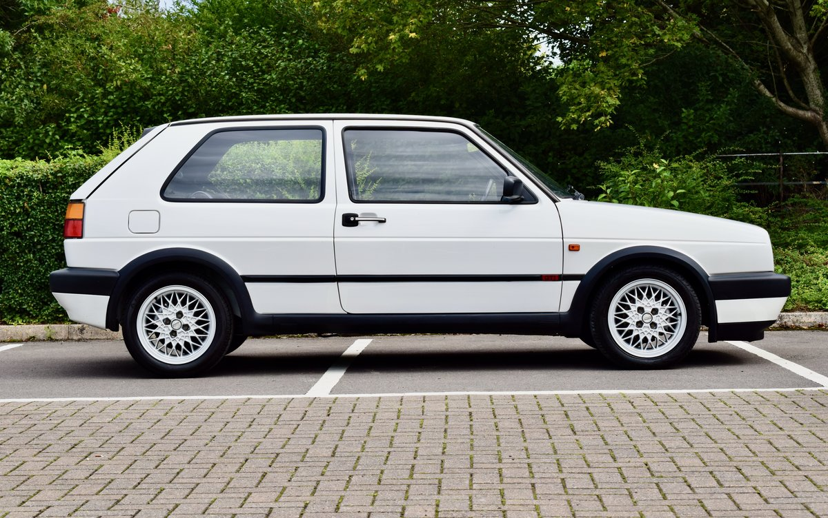 VW GOLF MK2 GTI 8V WHITE 3DR 1991 LOW MILEAGE For Sale (picture 5 of 8)