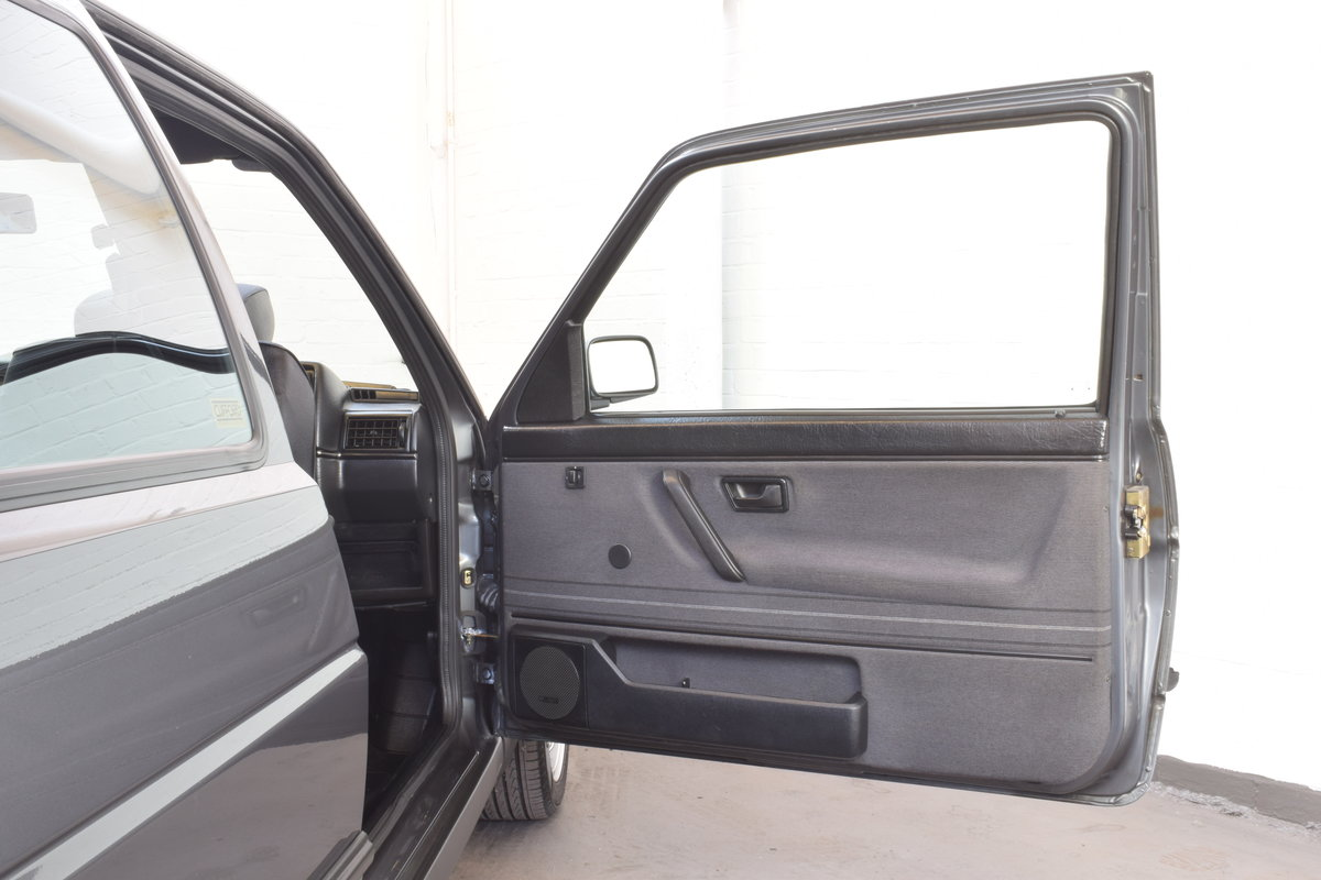 VW GOLF MK2 GTI 16V GREY 3DR 1990 WITH AIR CON LOW MILEAGE For Sale (picture 9 of 20)