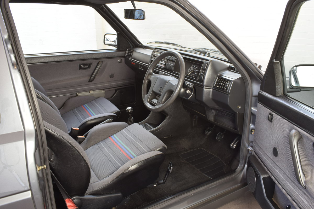 VW GOLF MK2 GTI 16V GREY 3DR 1990 WITH AIR CON LOW MILEAGE For Sale (picture 10 of 20)
