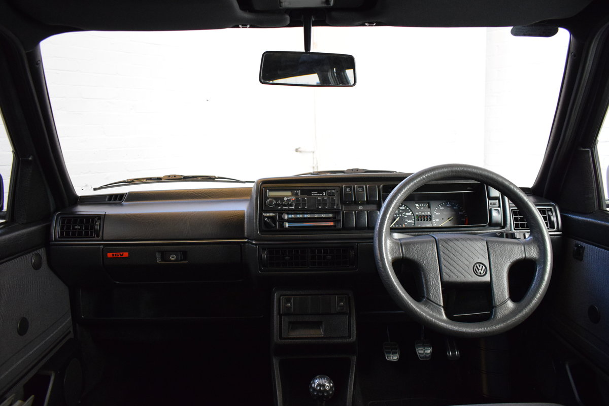 VW GOLF MK2 GTI 16V GREY 3DR 1990 WITH AIR CON LOW MILEAGE For Sale (picture 17 of 20)
