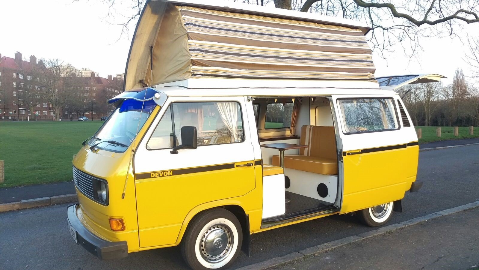 1981 T25 VW campervan For Sale (picture 1 of 5)