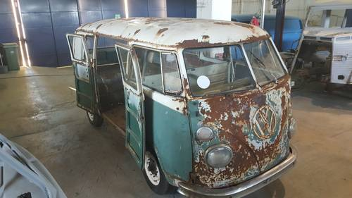 1965 VW T1 Kombi bus for restoration For Sale (picture 1 of 6)