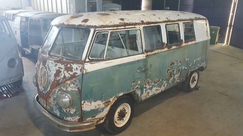 1965 VW T1 Kombi bus for restoration For Sale (picture 2 of 6)