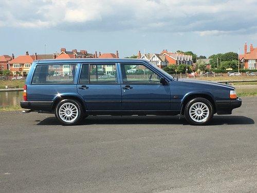 1991 VOLVO 940 GL  2.0 AUTO ESTATE  GENUINE 25,000 MILES For Sale (picture 2 of 6)