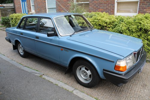 1983 Pure Time Warp Volvo 240 Dl Automatic With Just 28k