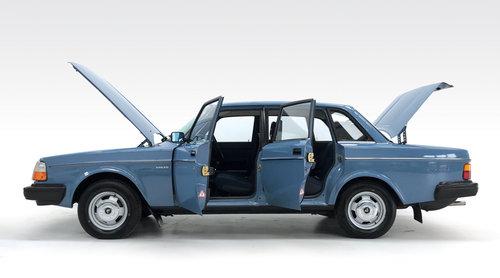 1981 Volvo 240 DL 55,600 DEPOSIT TAKEN! SOLD (picture 3 of 6)