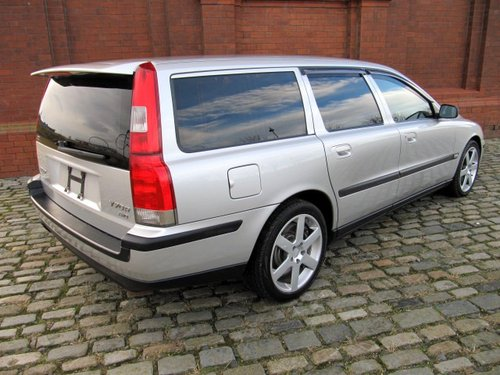 2003 VOLVO V70 R ESTATE 2.5 AWD 300 BHP AUTOMATIC  For Sale (picture 2 of 6)