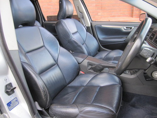 2003 VOLVO V70 R ESTATE 2.5 AWD 300 BHP AUTOMATIC  For Sale (picture 3 of 6)