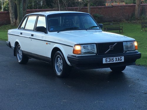 1988 VOLVO 240 GLT 2.3 AUTO ONLY 81,000 MILES! For Sale (picture 1 of 6)