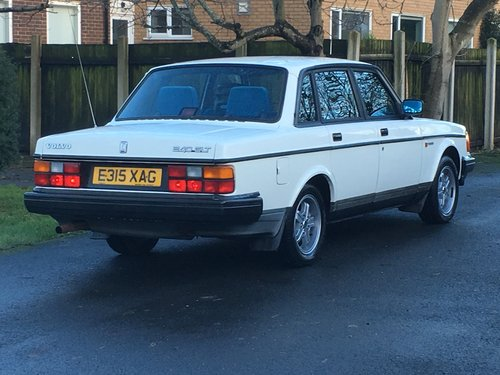 1988 VOLVO 240 GLT 2.3 AUTO ONLY 81,000 MILES! For Sale (picture 2 of 6)
