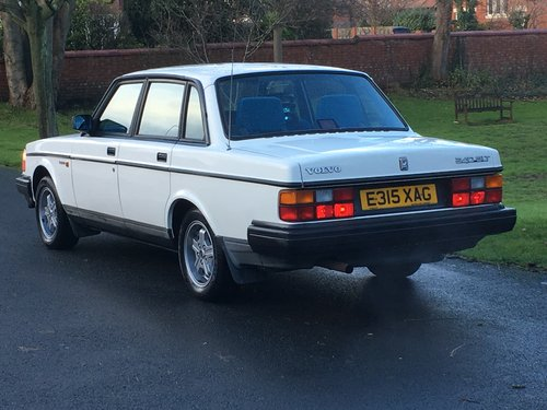 1988 VOLVO 240 GLT 2.3 AUTO ONLY 81,000 MILES! For Sale (picture 4 of 6)
