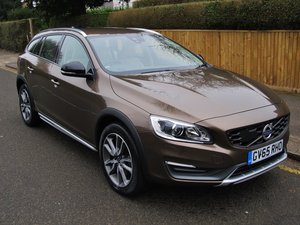 VOLVO V60 2.0 CROSS COUNTRY LUX NAV 2016 - 'TWILIGHT BRONZE' For Sale