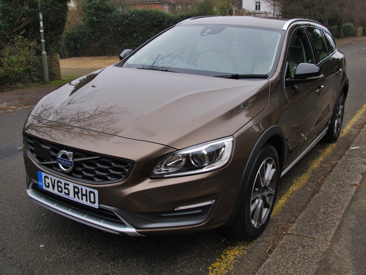 VOLVO V60 2.0 CROSS COUNTRY LUX NAV 2016 - 'TWILIGHT BRONZE' For Sale (picture 2 of 6)