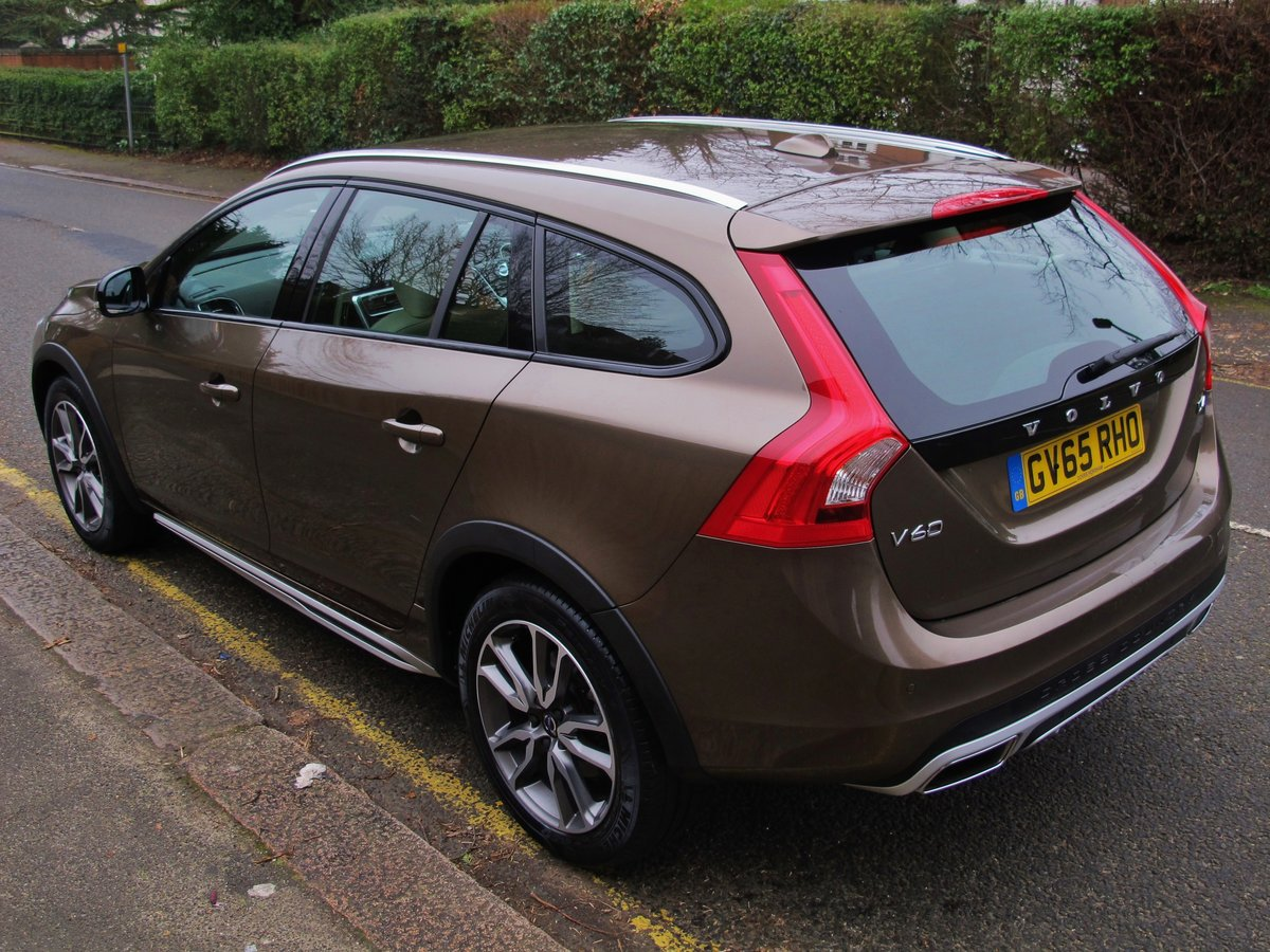 VOLVO V60 2.0 CROSS COUNTRY LUX NAV 2016 - 'TWILIGHT BRONZE' For Sale (picture 3 of 6)