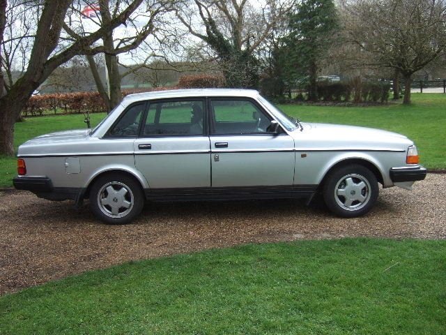 1991(H) Volvo 240GL Saloon only 73000 miles For Sale (picture 2 of 6)