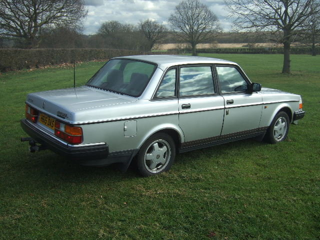 1991(H) Volvo 240GL Saloon only 73000 miles For Sale (picture 4 of 6)