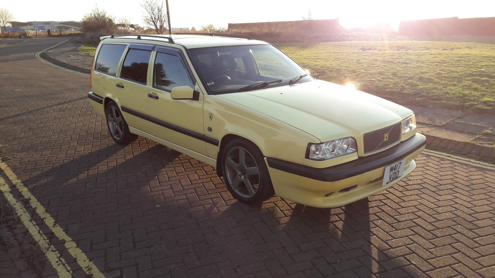 SOLD - VOLVO 850 T5R ESTATE 1995 YELLOW –  JAP IMPORT  SOLD (picture 1 of 6)