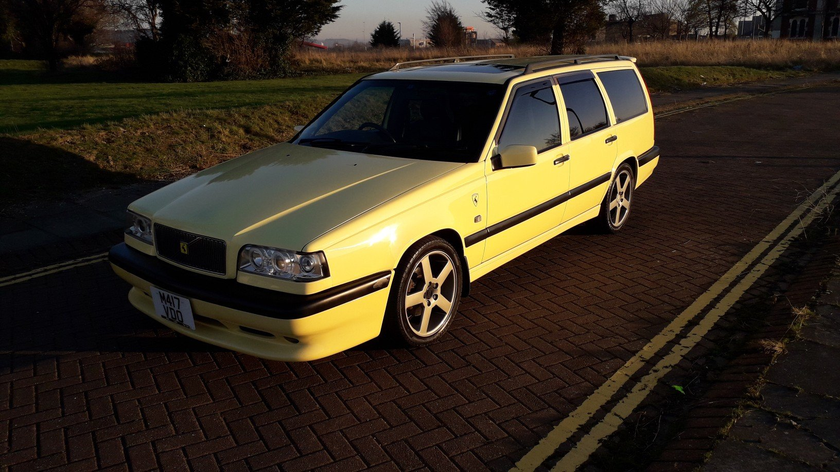 SOLD - VOLVO 850 T5R ESTATE 1995 YELLOW –  JAP IMPORT  SOLD (picture 2 of 6)