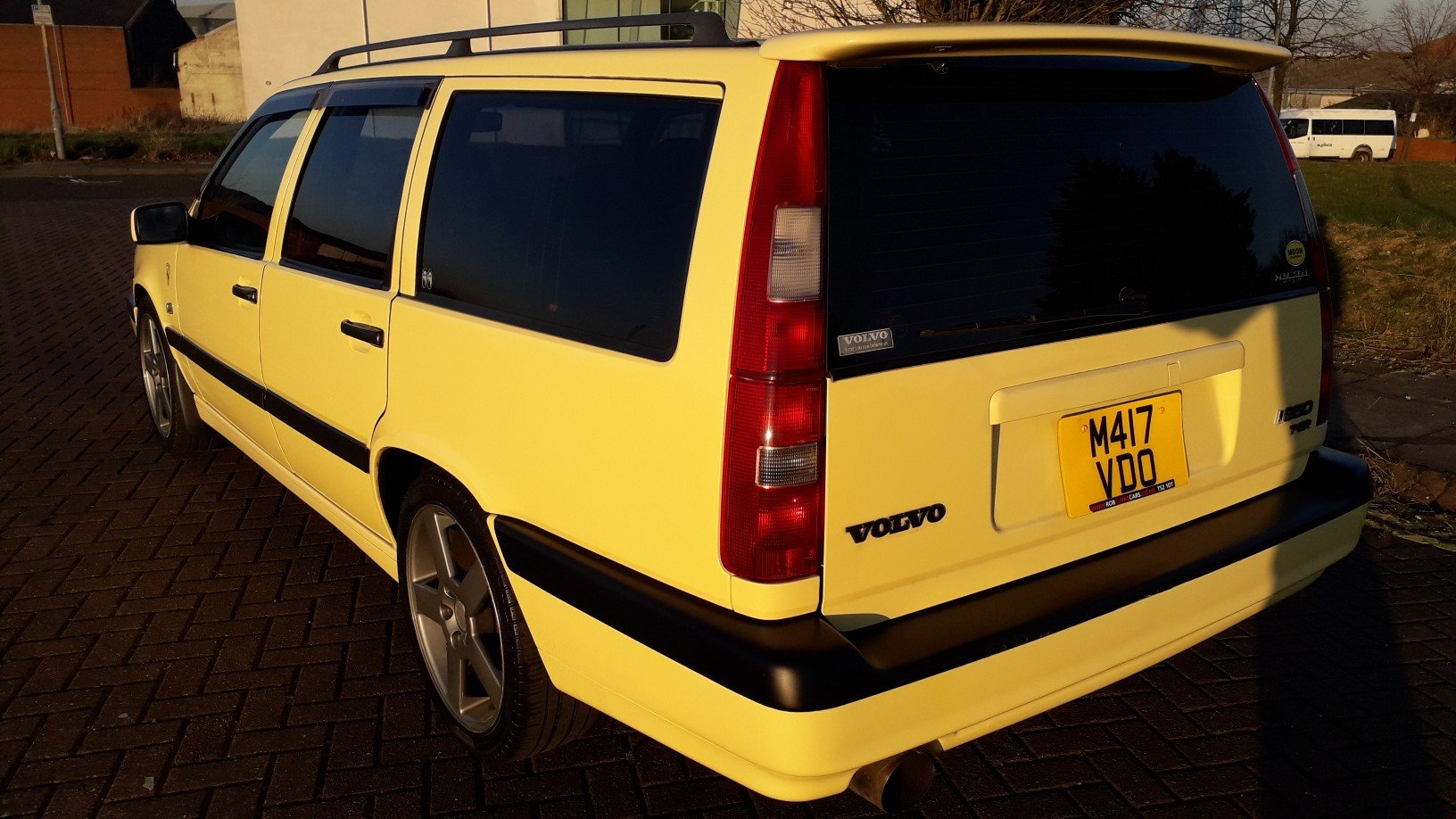 SOLD - VOLVO 850 T5R ESTATE 1995 YELLOW –  JAP IMPORT  SOLD (picture 3 of 6)