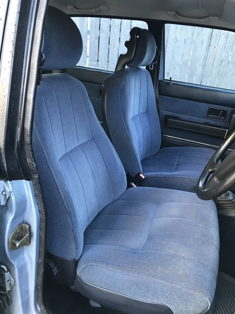 1989 Volvo 240 GL Estate Riviera Blue/Blue Service history For Sale (picture 4 of 6)