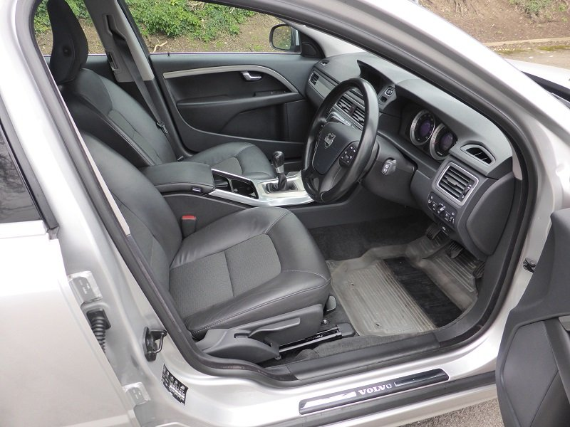 2012 Exceptional and unique V70 Estate Car For Sale (picture 6 of 6)