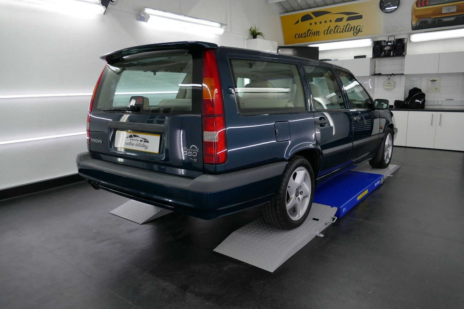 1996 Volvo 850 T5 CD Auto For Sale (picture 2 of 6)