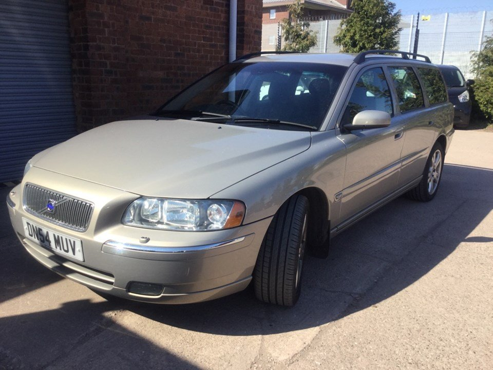 STUNNING! Volvo V70 D5 SE Auto Only 86,000mls with 15 stamps For Sale (picture 1 of 6)