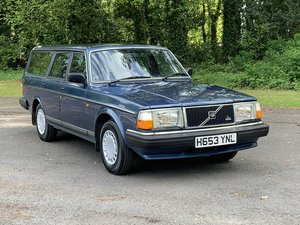 1990  VOLVO 240 2.0 GL ESTATE. MANUAL.  85,000 MILES.