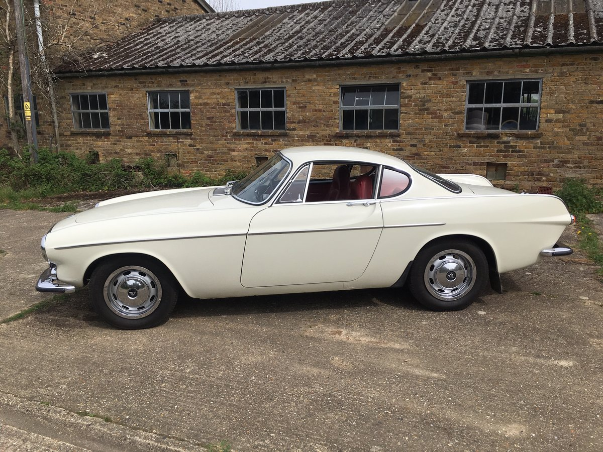 1968 Volvo 1800S, white with red interior in very good condition For Sale (picture 2 of 6)