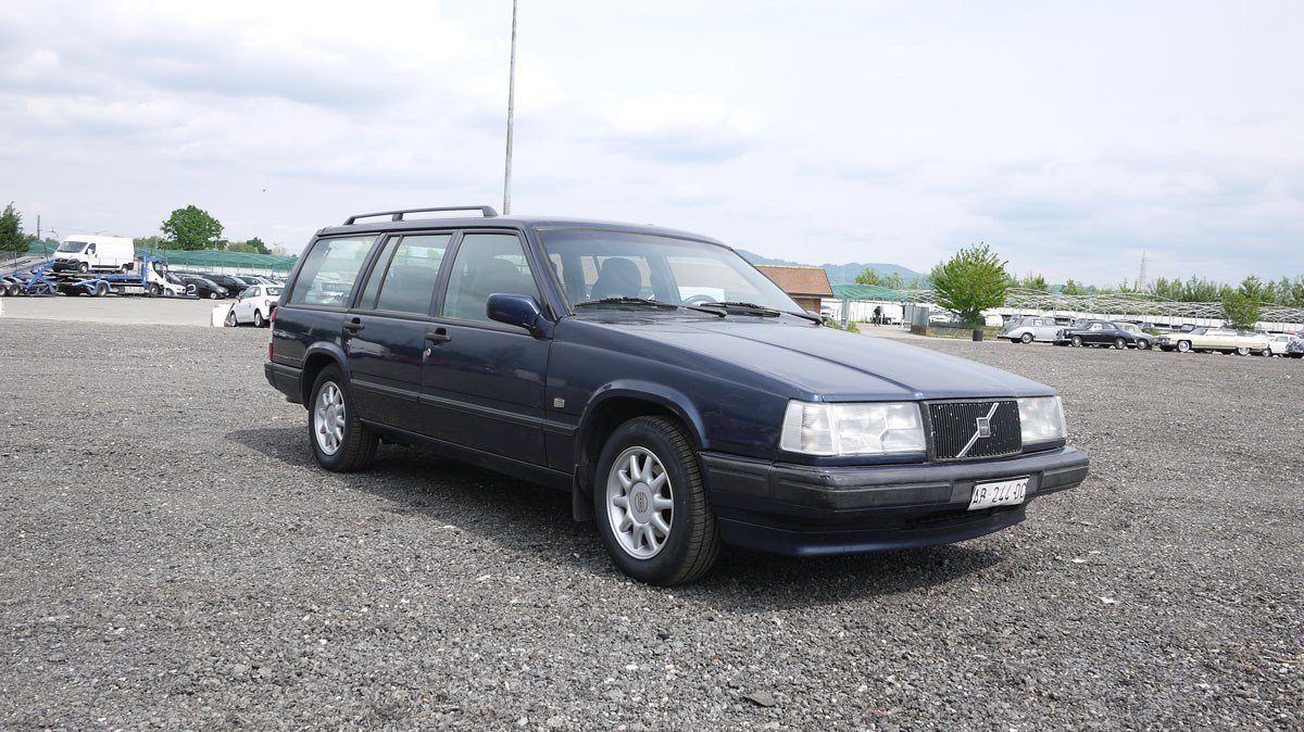 1997 Volvo 945 Polar Estate For Sale by Auction (picture 1 of 4)