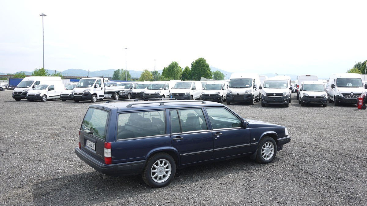 1997 Volvo 945 Polar Estate For Sale by Auction (picture 2 of 4)