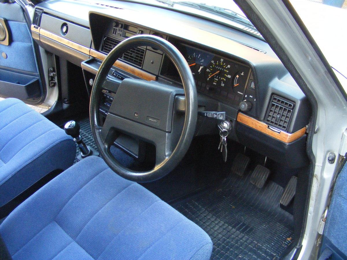 1993 Volvo 240 Torslanda Estate SOLD (picture 4 of 6)