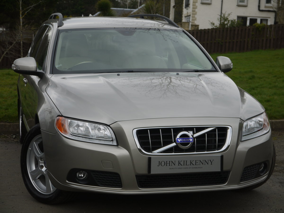 2011 (11) VOLVO V70 2.0 D3 SE ONLY 49000 MILES** FULL VOLVO SERVI For Sale (picture 1 of 6)
