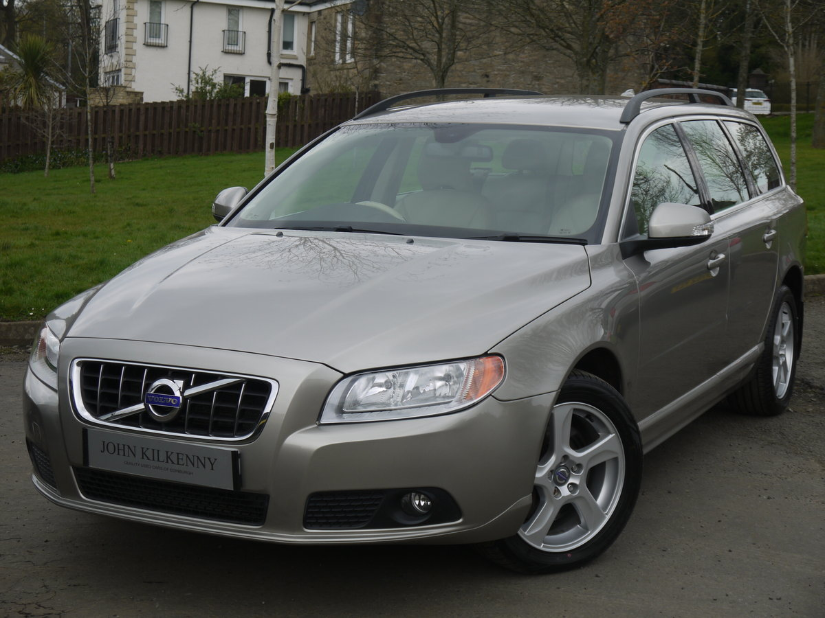 2011 (11) VOLVO V70 2.0 D3 SE ONLY 49000 MILES** FULL VOLVO SERVI For Sale (picture 2 of 6)