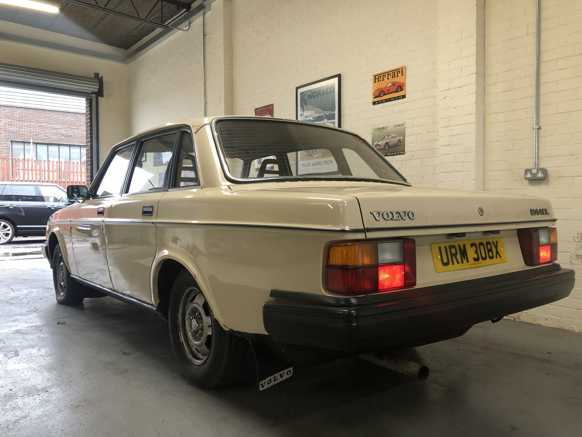 1982 VOLVO 244 DL AUTO - 2 OWNERS, LOW MILES, BARGAIN! SOLD (picture 2 of 6)