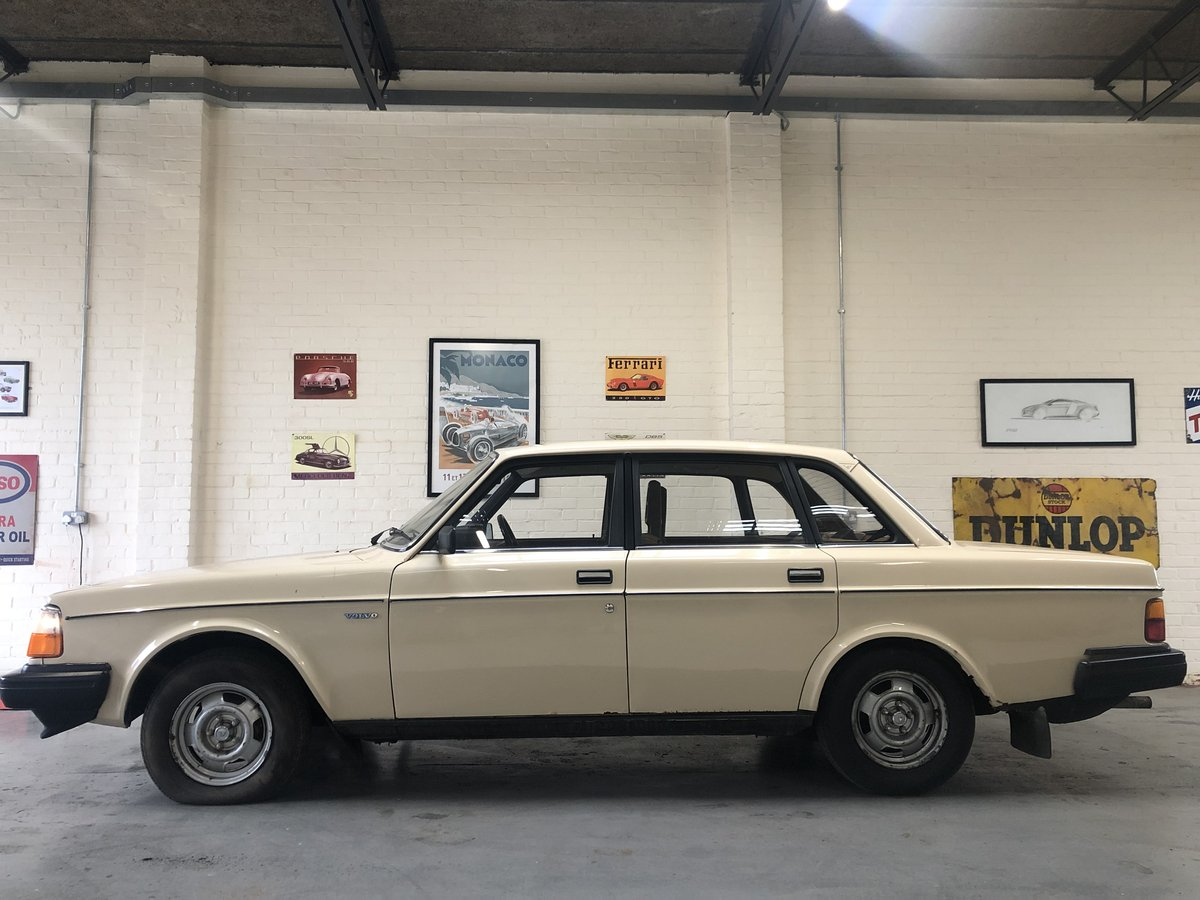 1982 VOLVO 244 DL AUTO - 2 OWNERS, LOW MILES, BARGAIN! SOLD (picture 3 of 6)