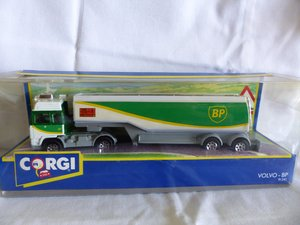 VOLVO-BP ROAD FUEL TANKER-DIORAMA BOX-1:64 SCALE? For Sale