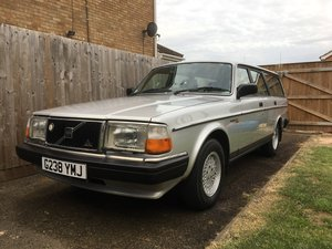 Volvo 240 GL 2.3i Auto 1990 (10 months MOT) For Sale