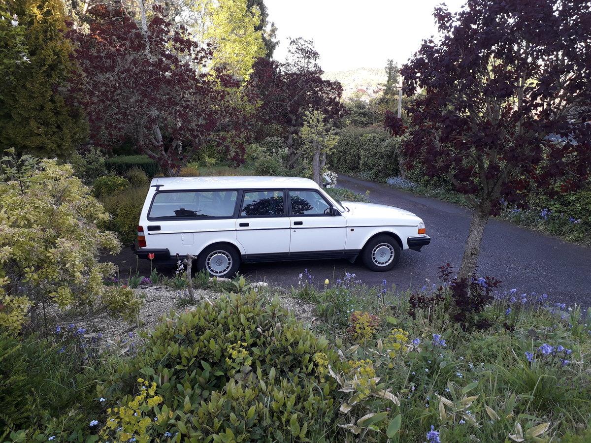 1993 Volvo 240 SE ESTATE SOLD (picture 2 of 6)