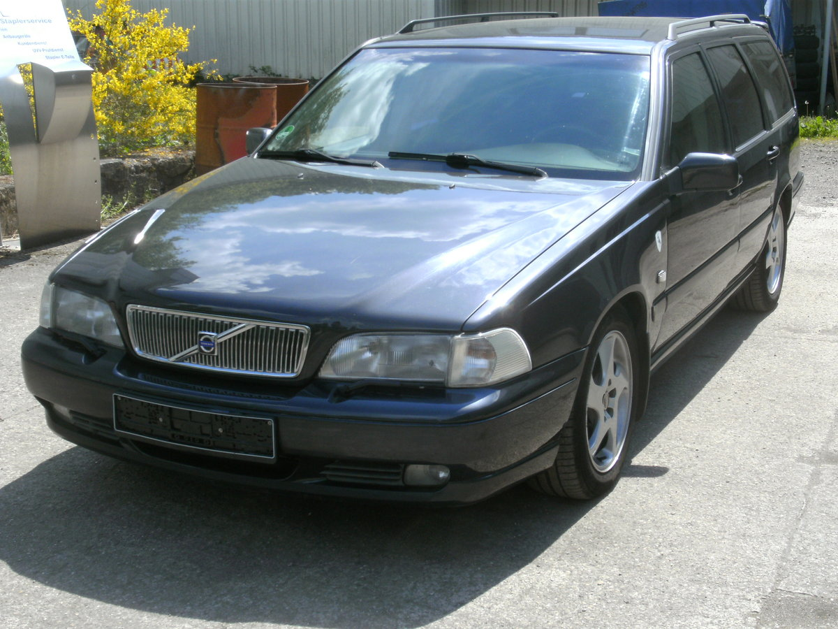 1997 Volvo V70 T5 LHD manual gearbox 2wd For Sale (picture 1 of 6)