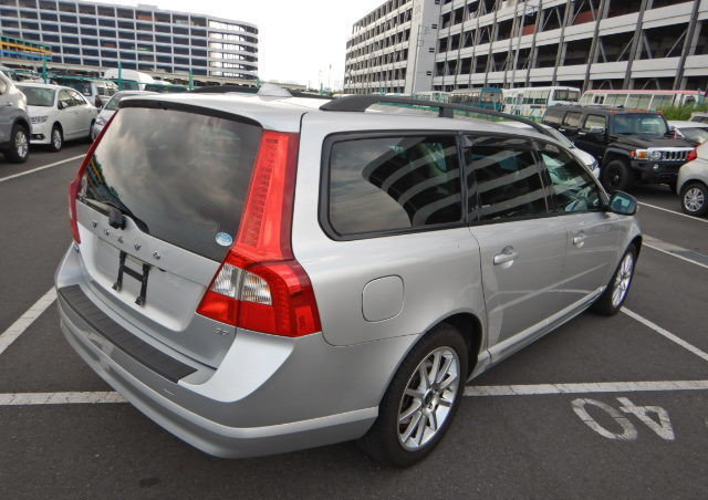 VOLVO V70 2008 SE 3.2 AUTOMATIC FULL LEATHER  For Sale (picture 2 of 6)