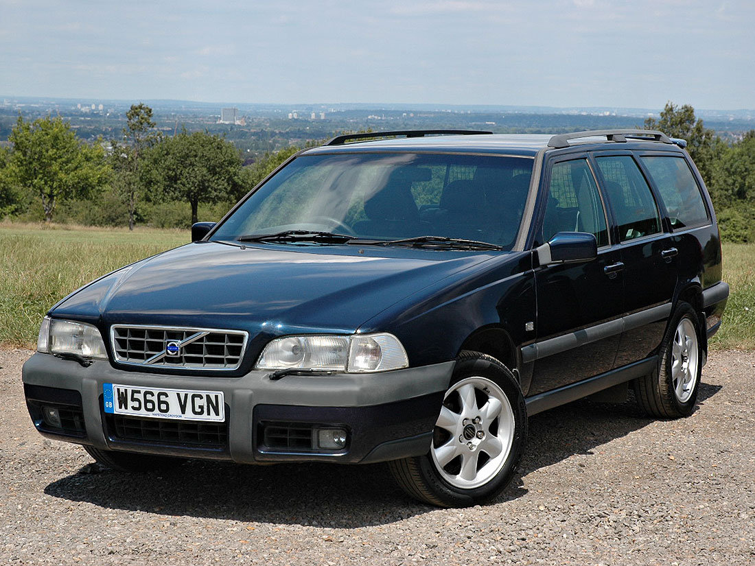 2000 Volvo V70 XC 2.4T SE Automatic 96,000m Service History For Sale (picture 1 of 6)
