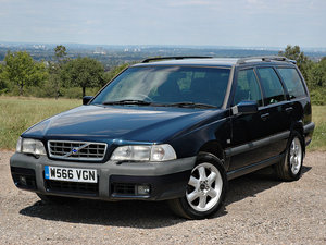 2000 Volvo V70 XC 2.4T SE Automatic 96,000m Service History For Sale